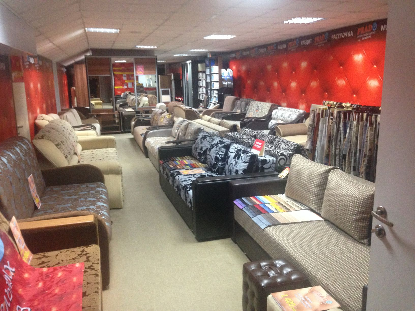 Салон 250 м2 мягкой и корусной мебели